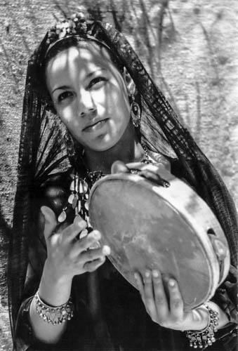 Postcard-beaute-Egyptienne-au-Tambourin-www