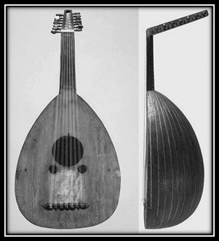العود السبعاوي الكبير المحفوظ في متحف بروكسل للآلات الموسيقية